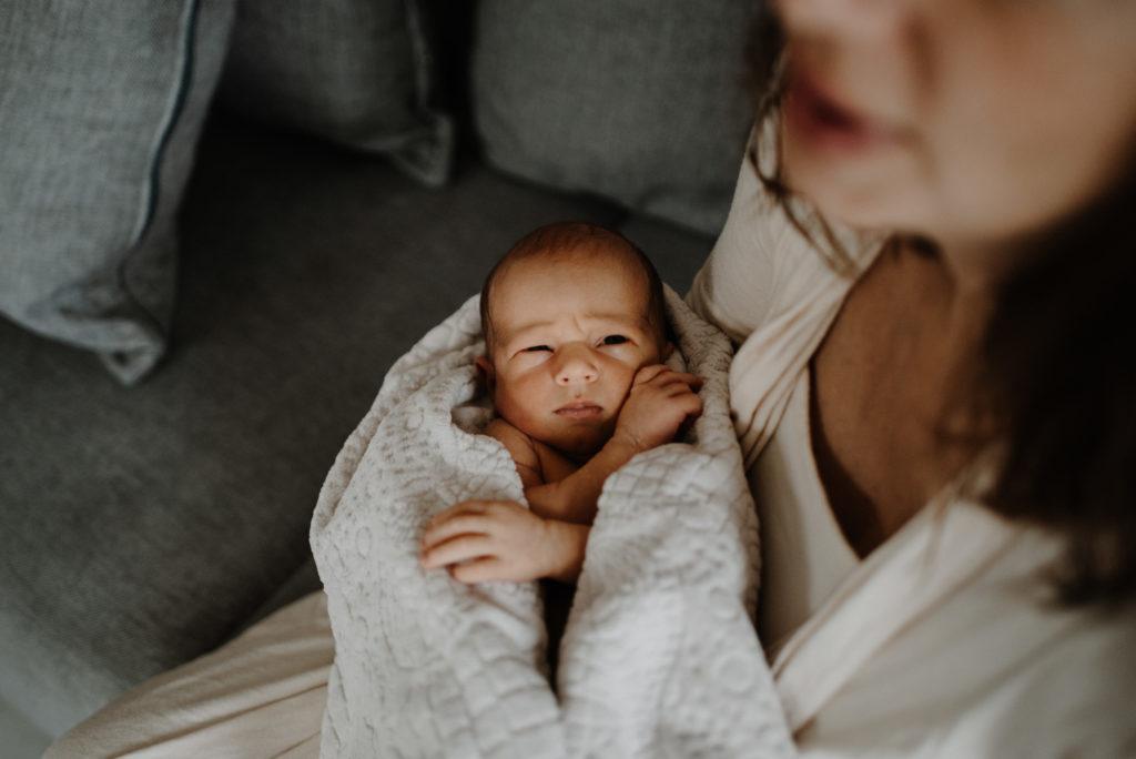 photo bébé à la maison